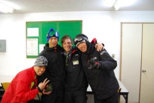 """""""A melhor parte da minha experiência tem sido a neve (de longe a melhor neve em que esquiei!) Também conhecendo todas as grandes pessoas e trabalhando com pessoas de uma cultura diferente, aprendendo sobre sua cultura e ensinando muito a esquiar. de diferentes habilidades e de todo o mundo """"- Jordânia"""